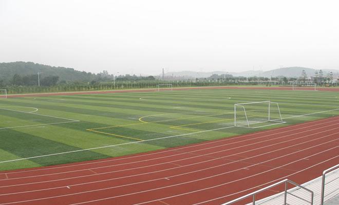 运动场人造草坪准备前的施工方案